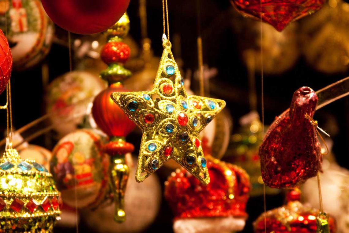 Vianočné ozdoby na viedenských trhoch